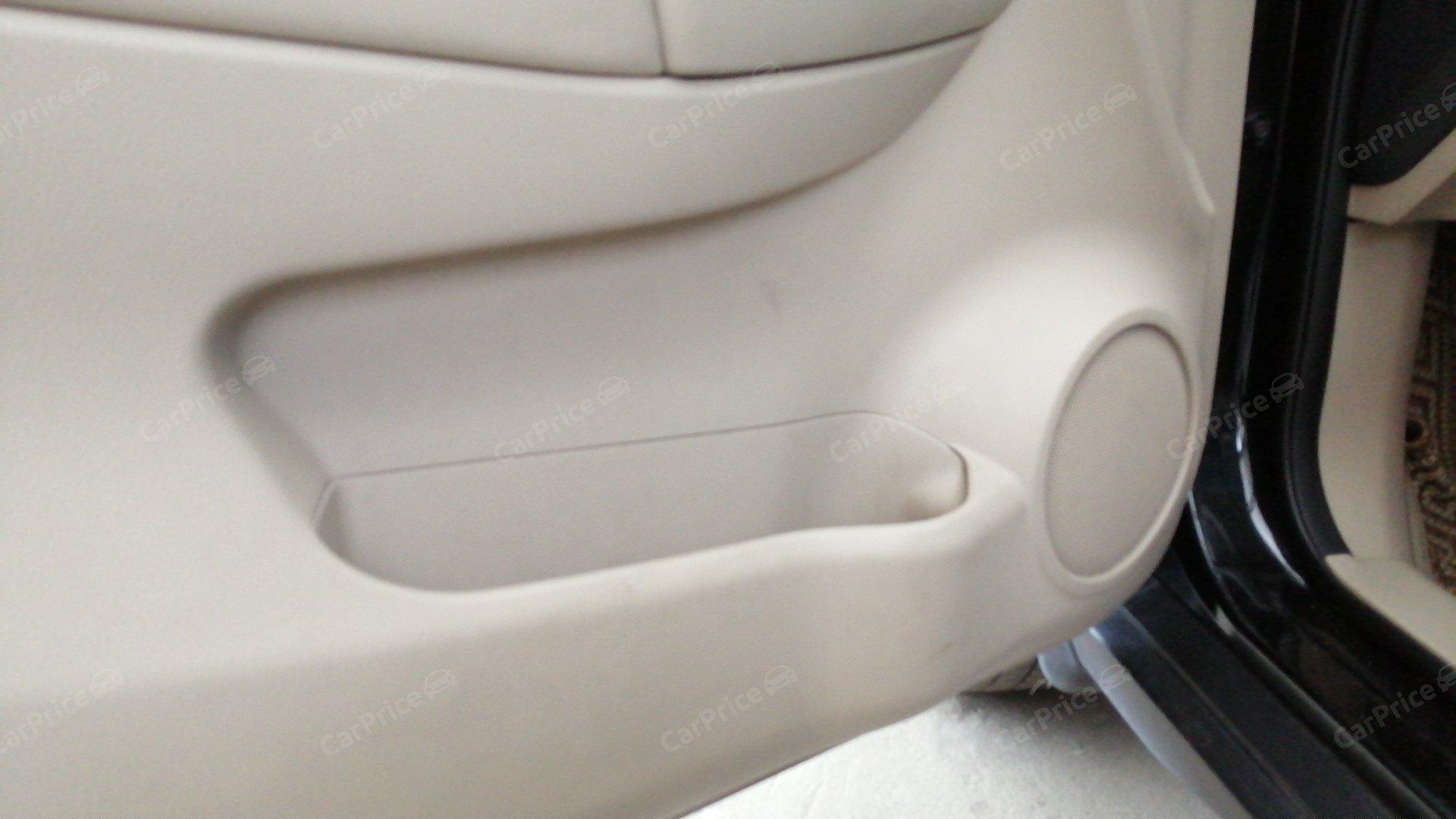 Обшивка водительской двери